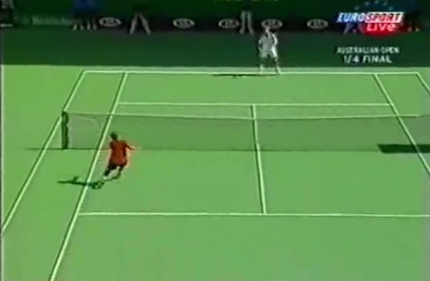 Hicham Arazi s'arrache contre Juan Carlos Ferrero en quarts de finale de l'Open d'Australie 2004.