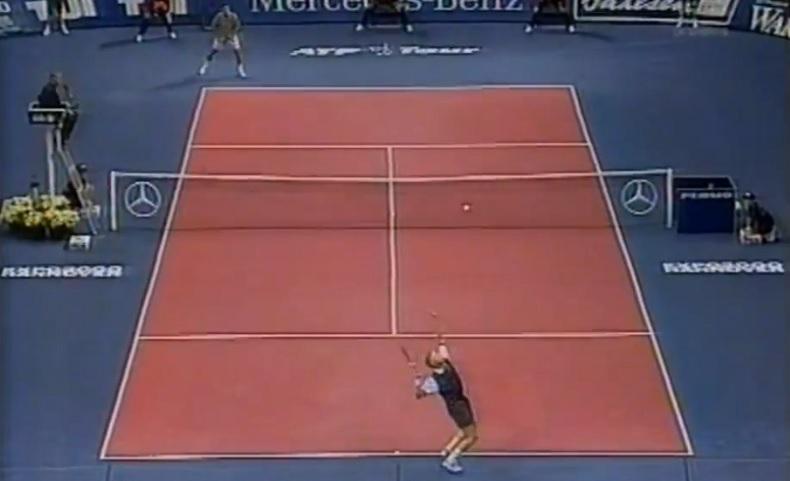Boris Becker attaque la finale du Masters 1996 par quatre aces.