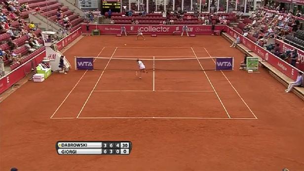 Camila Giorgi a raté des smashs vraiment faciles au premier tour du tournoi de Bastad 2014.