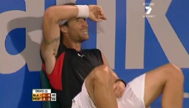 Carlos Moya est rôti après un rallye de légende contre James Blake en finale du tournoi de Sydney 2007.