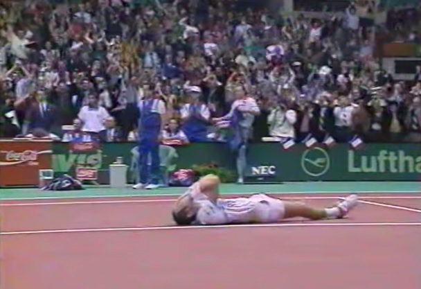 Guy Forget bat Pete Sampras et la France remporte la Coupe Davis 1991.