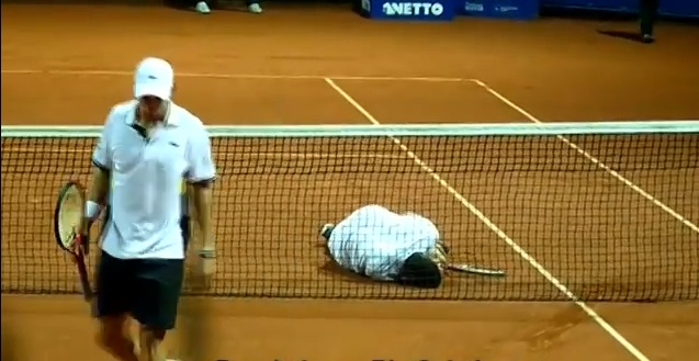 Daniel Koellerer en pleine simulation contre Pablo Cuevas.