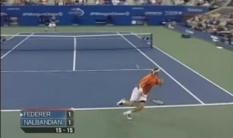 David Nalbandian montre encore tout son talent avec un superbe coup droit à 360°.