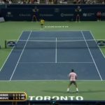 Un rallye énorme entre Novak Djokovic et Roger Federer.