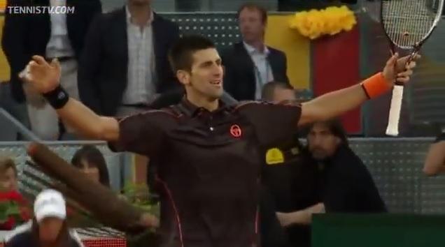 Impressionnant, Novak Djokovic remporte le Masters 1000 de Madrid 2011 contre Rafael Nadal.