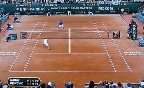 Un rallye de 39 frappes monumental entre Novak Djokovic et Rafael Nadal en finale du Masters 1000 de Monte-Carlo 2009.