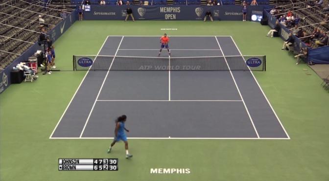 Dustin Brown régale avec un tweener lobé parfait au tournoi de Memphis.