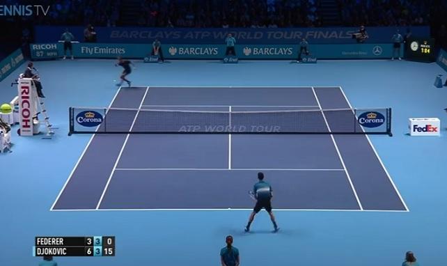Roger Federer remporte le plus beau point de la finale du Masters 2015.