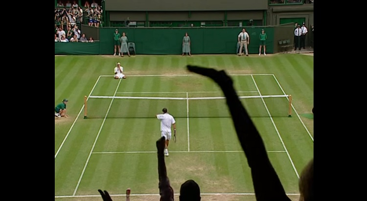 Roger Federer domine Pete Sampras en huitièmes de finale de Wimbledon 2001.