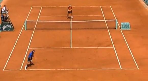 Le coup de squash de Roger Federer pour passer David Nalbandian à Roland Garros.