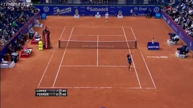 Un smash de revers splendide de Feliciano Lopez au tournoi de Barcelone 2012.