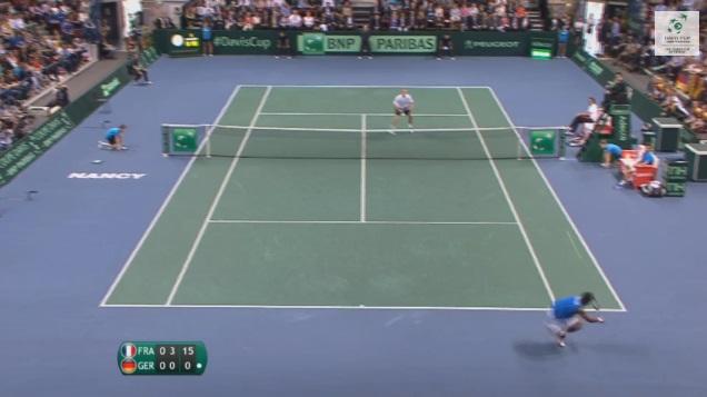 Gaël Monfils tire un passing d'extraterrestre en quarts de finale la Coupe Davis 2014.