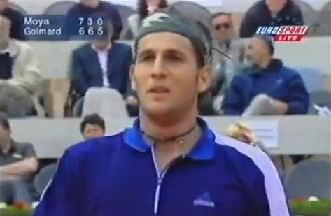 Jérôme Golmard marche sur l'eau contre Carlos Moya en quarts de finale du Masters Series de Monte-Carlo 1999. Il en sourit même.