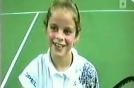 Kim Clijsters à 9 ans. Le visage n'a pas beaucoup changé.
