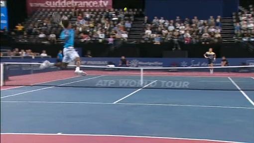Un coup droit sauté de légende réalisé par Gaël Monfils au tournoi de Montpellier en 2010.