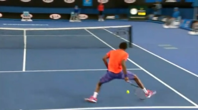 Gaël Monfils inscrit un point de martien à l'Open d'Australie 2015.
