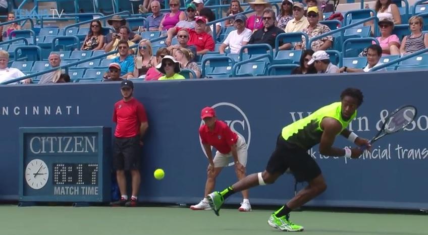 Le revers à 360° de Gaël Monfils au premier tour du Masters 1000 de Cincinnati 2014.