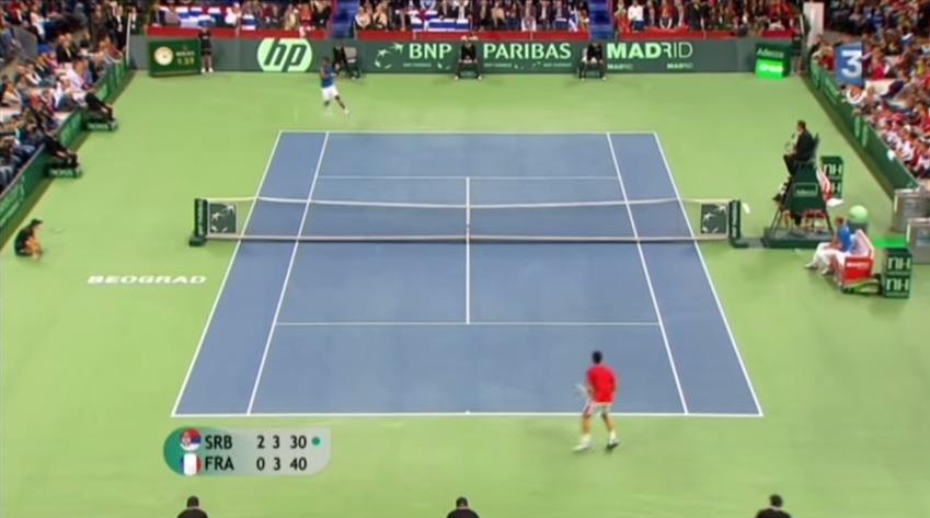 Un coup droit monstrueux de Gaël Monfils contre Novak Djokovic en finale de la Coupe Davis 2010.