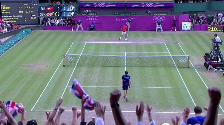 Andy Murray conclut son récital contre Roger Federer par un ace pour être sacré champion olympique 2012.