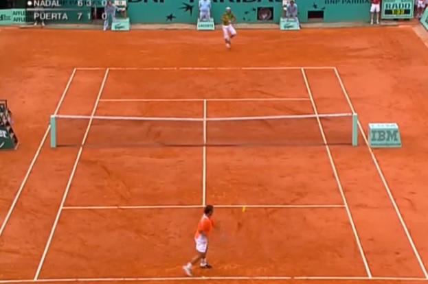 Rafael Nadal remporte son premier Roland Garros en 2005 en dominant Mariano Puerta en finale.