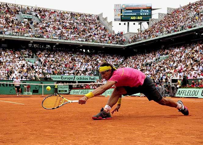 Rafael Nadal est dominé par Robin Söderling en huitièmes de finale de Roland Garros 2009.