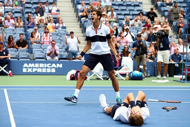 Pierre-Hugues Herbert lors de sa victoire à l'US Open 2015 avec Nicolas Mahut (DR).