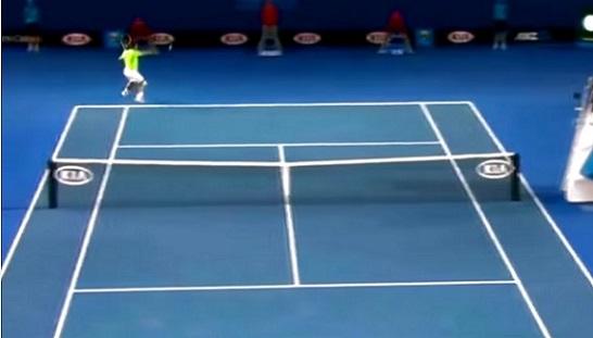 Rafa Nadal fait mal avec ses coups droits décroisés.