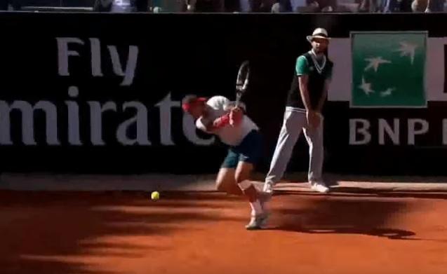 C'est parti pour 35 passings gagnants de Rafa Nadal en revers.