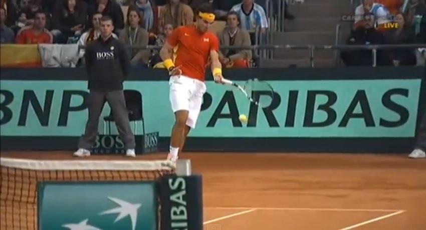 Un banana shot fabuleux de Rafael Nadal en finale de la Coupe Davis 2011.