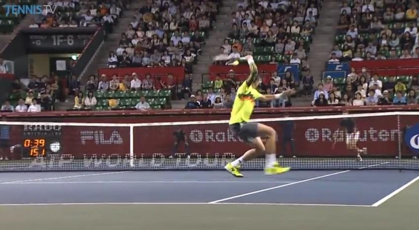Quelle volée réflexe de Milos Raonic en demi-finales du tournoi de Tokyo 2014.