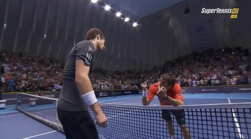 Poignée de main légendaire entre Tommy Robredo et Andy Murray en finale du tournoi de Valence 2014.