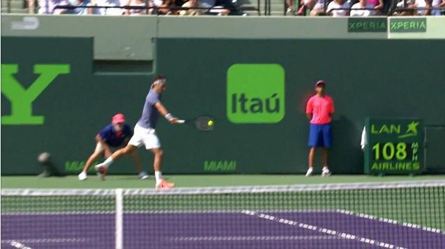 Roger Federer lâche un revers bloqué