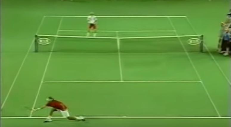 Cette défense de Roger Federer est hallucinante.