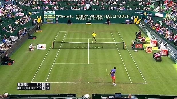 Un lob dans le dos de légende de Roger Federer au premier tour du tournoi de Halle 2015.