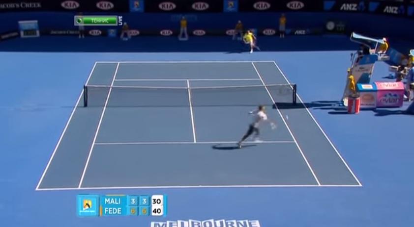 Roger Federer réalise un coup de génie à l'Open d'Australie 2011 : une volée de coup droit liftée en bout de course.