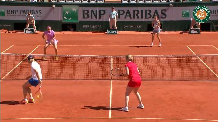 Les légendes sont toujours aussi faciles à l'image de cette volée dans le dos de Martina Navratilova.
