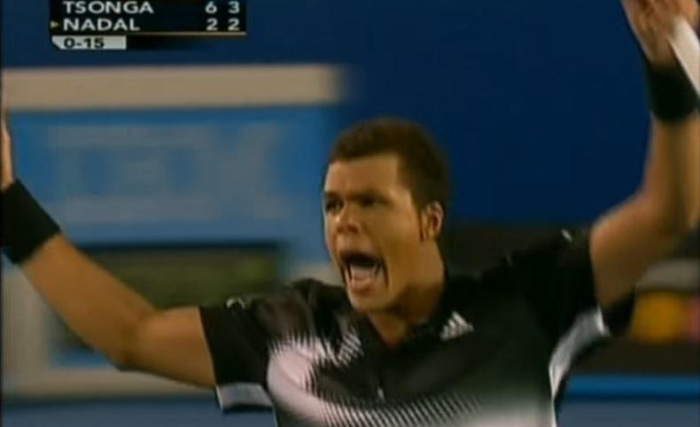 Jo-Wilfried Tsonga détruit Rafael Nadal en demi-finales de l'Open d'Australie 2008.