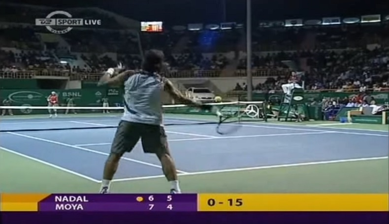 Une compilation de coups droits avec notamment Carlos Moya et Rafael Nadal.