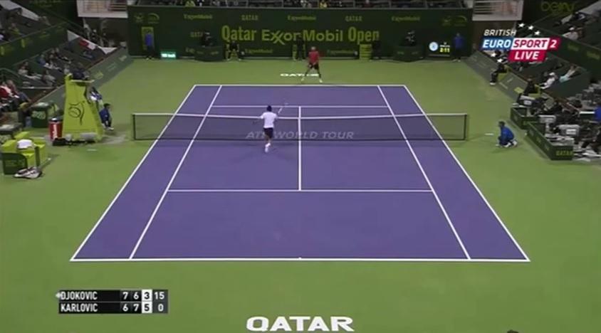 Novak Djokovic brade quasiment la fin de match contre Ivo Karlovic en faisant service-volée.