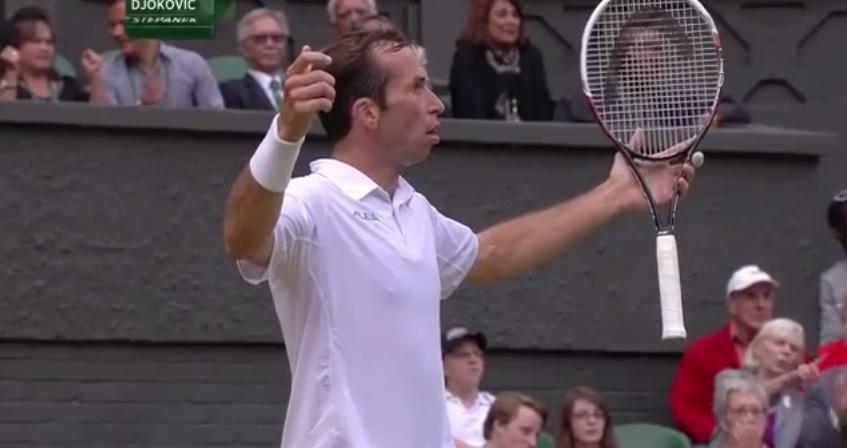 Novak Djokovic a fait preuve d'un fair-play remarquable contre Radek Stepanek dans un moment important.