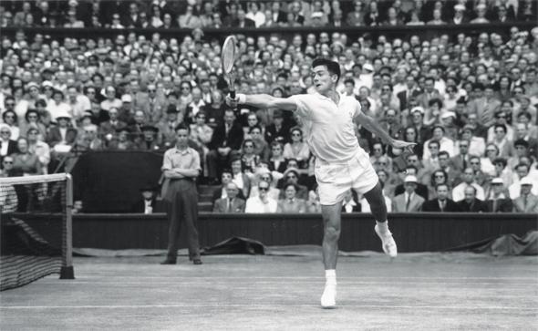 Ken Rosewall est le plus jeune mais également le plus vieux vainqueur de l'Open d'Australie (Getty Images).