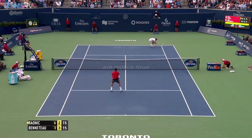 Un passing exceptionnel de Julien Benneteau en demi-volée de revers au Masters 1000 de Toronto 2014.