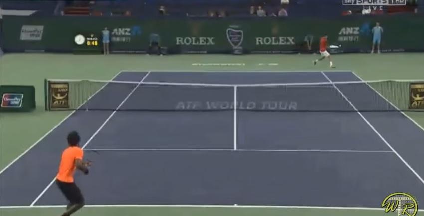 Novak Djokovic sanction Gaël Monfils dans la diagonale revers au Masters 1000 de Shanghai 2013.