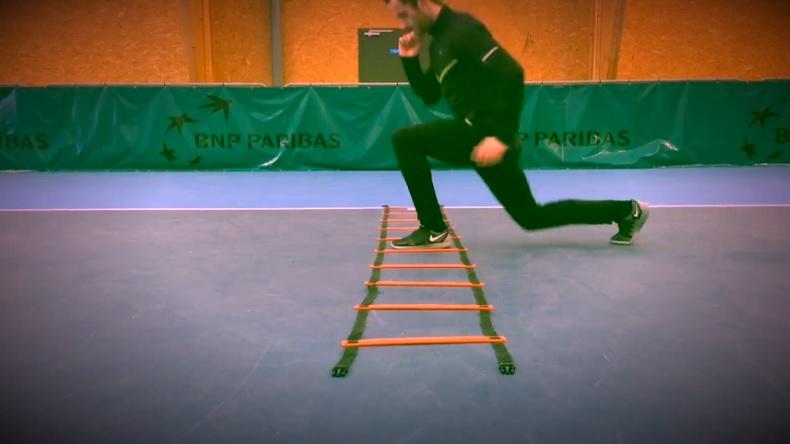 L'échelle de rythme : un accessoire simple pour l'entraînement physique au tennis.