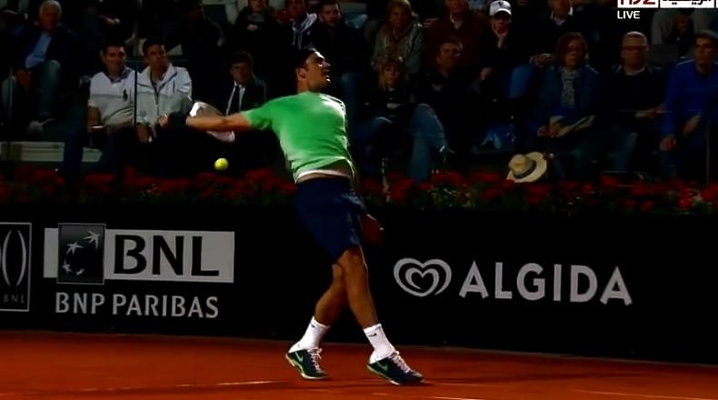 Attention, cette vidéo pourrait heurter la sensibilité des fans de Roger Federer.