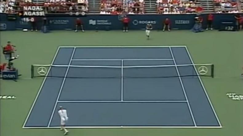 Un coup exceptionnel d'Andre Agassi en finale du Masters Series de Montréal 2005 contre Rafael Nadal.