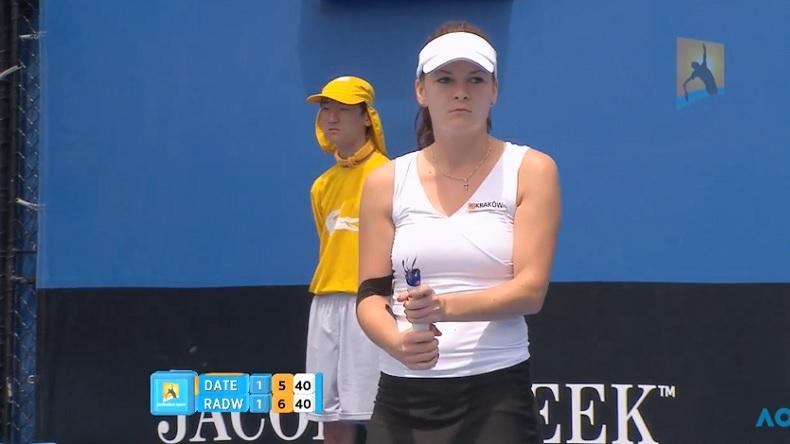 Agnieszka Radwanska tient sa raquette à l'Open d'Australie 2011, enfin ce qu'il en reste.