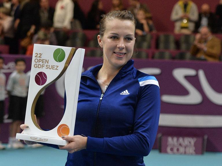 Anastasia Pavlyuchenkova avec le trophée de l'Open GDF Suez 2014 (DR).
