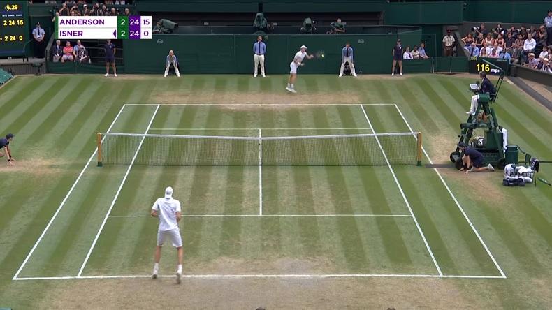 Le coup droit main gauche de Kevin Anderson à un moment crucial contre John Isner en demi-finales de Wimbledon 2018.
