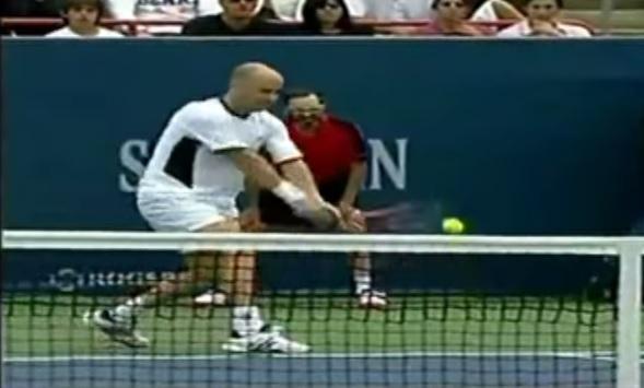 Andre Agassi a fait des misères à ses adversaires avec son revers au cours de sa carrière.